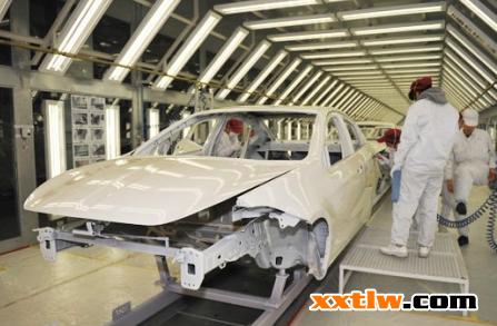 (1)车身内部侧面盒形结构内腔薄喷防锈蜡