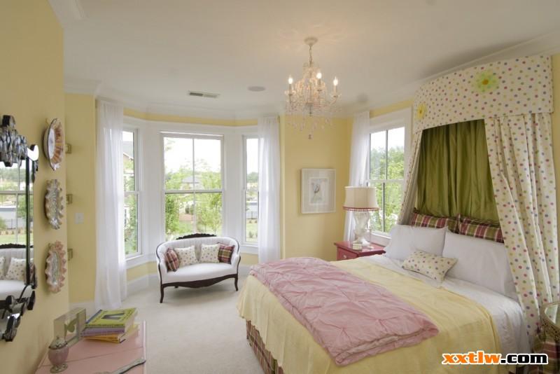 """中國新型涂料網訊: 人這一生有一半時間都在睡覺,而臥室作為家庭休息的重要場所,在生活中顯得尤為重要,在現代家庭裝修中,臥室讓很多主人費心,臥室一般要給人安逸輕松的氣氛,涂料作為裝修的重要墻面材料,對臥室的氣氛裝飾至關重要,因此臥室裝修涂料顏色非常有""""講究""""。"""