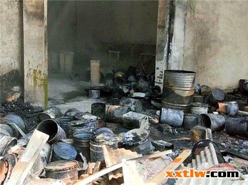停工木门加工厂突失火 大量涂料木材令人担忧