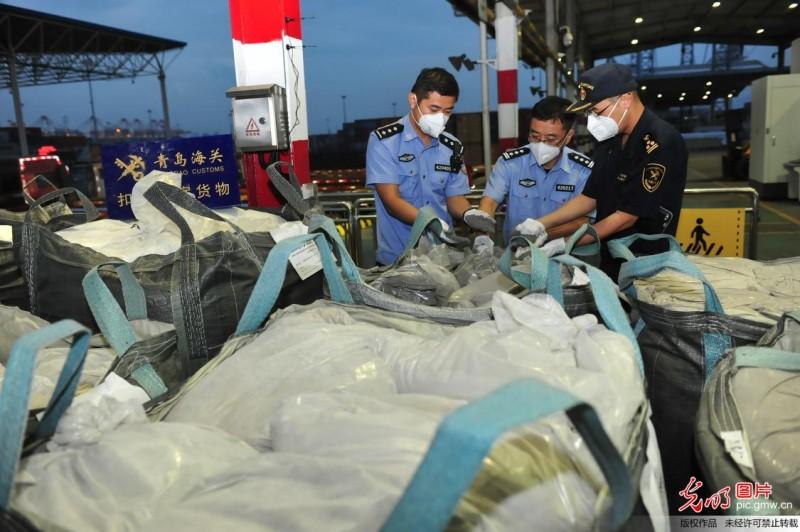 青岛海关查证走私废粉末涂料、废塑料8.6万吨